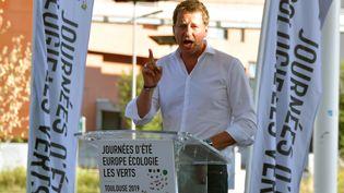 L'eurodéputé Yannick Jadot prononce un discours aux Journées d'été d'EELV, le 23 août 2019 à Toulouse. (PASCAL PAVANI / AFP)