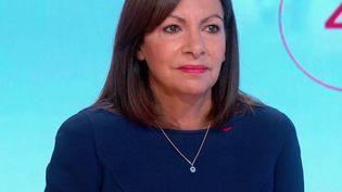 """Anne Hidalgo, maire de Paris et candidate à l'élection présidentielle de 2022, était l'invitée des """"4 Vérités"""" sur France 2, mercredi 6 octobre. (CAPTURE ECRAN FRANCE 2)"""