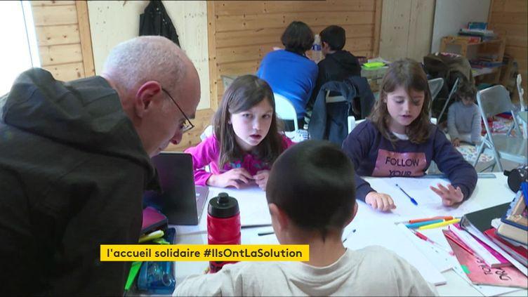 Une école solidaire a ouvert à Venanson (Alpes-Maritimes), deux semaines après le passage de la tempête Alex (France 3 Côte d'Azur)