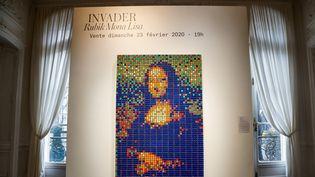 La Joconde en Rubik's cube du street artist Invader, en vente chez Artcurial. (FRANCOIS GUILLOT / AFP)