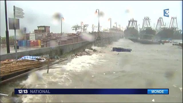 Hong Kong : la ville au ralenti après le passage du typhon Nida