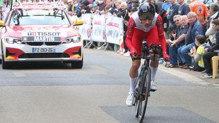 Le Français Guillaume Martin (Cofidis) lors du contre-la-montre du 30 juin, premier Tricolore au classement général à l'aube du chrono de la 20e étape entre Libourne et Saint-Emilion. (LAURENT LAIRYS / DPPI / AFP)
