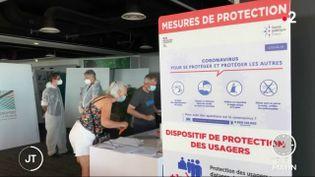 Un centre dépistage du coronavirus à l'aéroport de La Réunion (France 2)