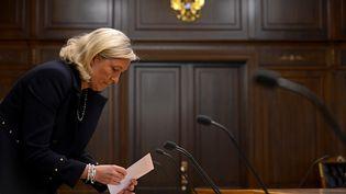 La présidente du Front national, Marine Le Pen, se prépare à une réunion avec le président de la Douma, le 19 juin 2013, à Moscou (Russie). (KIRILL KUDRYAVTSEV / AFP)