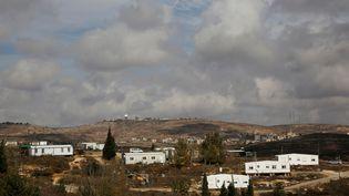 Vue générale d'Amona, colonie israélienne établie en Cisjordanie occupée depuis 1997. (RONEN ZVULUN / REUTERS)