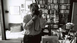 Costa Gavras, 2003. Autoportrait. Le cinéate et photographe à la Maison européenne de la photographie de Lille  (Costa Gavras)