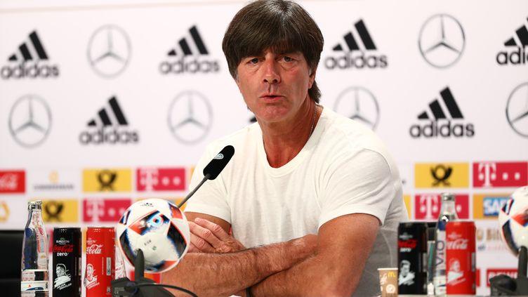 L'entraîneur allemand Joachim Löw en conférence de presse (CHRISTIAN CHARISIUS / DPA)