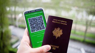 Pour voyager en Europe cet été, le certificat Covid européen sera tout aussi utilequ'une pièce d'identité. (VALENTINO BELLONI / HANS LUCAS / AFP)
