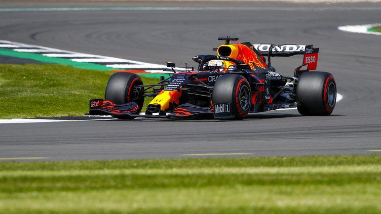 Max Verstappen a été terminé deuxième des qualifications pour la course sprint derrière Lewis Hamilton vendredi 16 juillet. (XAVI BONILLA / DPPI via AFP)