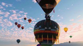 Toute la semaine, la rédaction de France 2 vous emmène à la découverte du grand Ouest américain.Albuquerque (États-Unis) accueille le plus grand rassemblement de montgolfières au monde. (FRANCE 2)