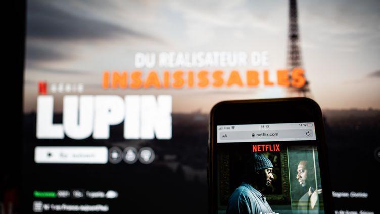 Lupin,dans l'ombre d'Arsène,disponible sur la plateforme de streamingNetflix. La série est incarnée par Omar Sy (illustration). (XOS? BOUZAS / HANS LUCAS)