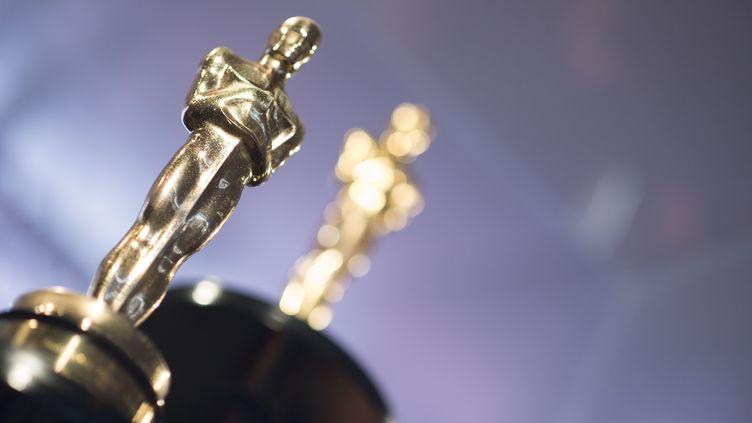 Un Oscarest présenté au public à Hollywood (Etats-Unis), le 1er mars 2018. (VALERIE MACON / AFP)