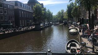 L'un des canaux d'Amsterdam (Hollande). (JEAN-MATHIEU PERNIN / RADIO FRANCE)