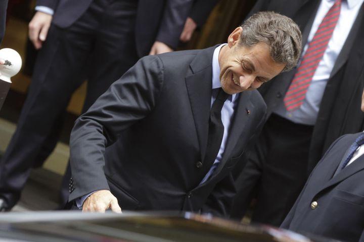Nicolas Sarkozy quitte l'Assemblée nationale après un déjeuner avec l'association des amis de Chaban-Delmas, le 15 novembre 2013. ( PHILIPPE WOJAZER / REUTERS)