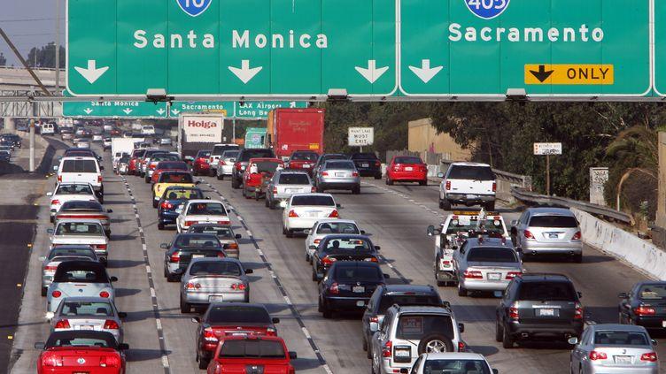 Des automobiles près de Los angeles (Californie), le 17 octobre 2006. (GABRIEL BOUYS / AFP)
