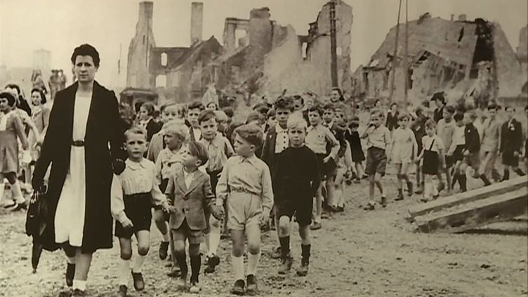 L'exposition propose une centaine de clichés du quotidien des enfants durant l'été 1944 dans la Manche. (Archives de la Manche / CAPTURE D'ÉCRAN FRANCE 3)