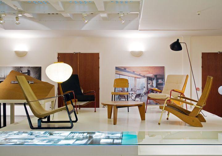 Des meubles de Jean Prouvé exposés à l'hôtel de ville de Boulogne-Billancourt en 2007  (Alexandre Tabaste / MaxPPP)