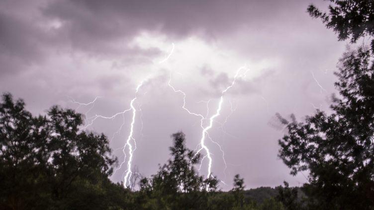 Un violent orage éclate dans le Lot-et-Garone, le 6 août 2013. (MAXPPP)