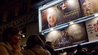 Intouchables : file d'atttente devant un cinéma parisien le 15 novembre 2011  (Fred Dufour / AFP)