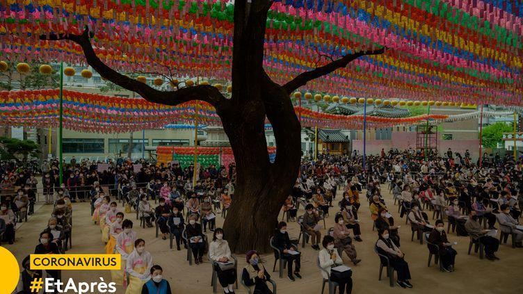 Cérémonie dans un temple bouddhiste de Séoul (Corée du Sud), le 30 avril 2020. (ED JONES / AFP)