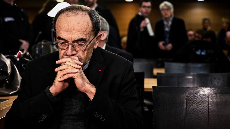 Le cardinal Philippe Barbarin lors de son procès, à Lyon, le 7 janvier 2019. (JEFF PACHOUD / AFP)