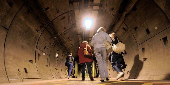 Visiteurs dans le tunnel sous la Manche (14 septembre 2013)  (Philippe Huguen / AFP)