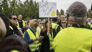 Des manifestants dans les rues de Narbonne (Aude) contre la hausse des prix du carburant, le 9 novembre 2018. (IDRISS BIGOU-GILLES / HANS LUCAS / AFP)