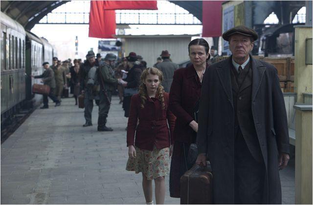 """Geoffrey Rush, Emily Watson et Sophie Nélisse dans """"La Voleuse de livres"""" deBrian Percival  (20th Century Fox)"""