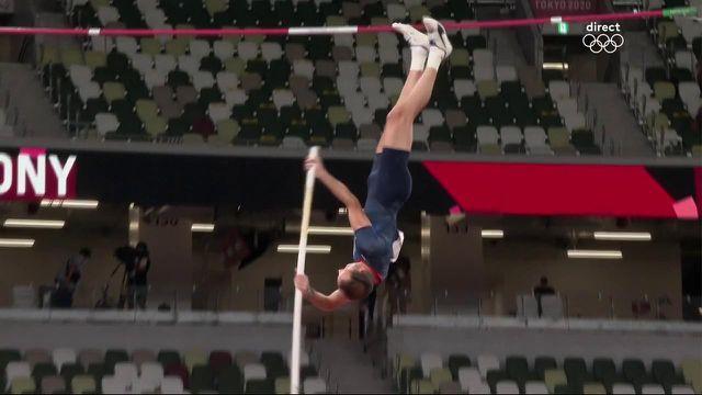 Touché aux chevilles, Renaud Lavillenie, au courage, parvient à effacer une barre à 5,70 m !Plus fort que la douleur, il va tenter d'aller décrocher une troisième médaille olympique.