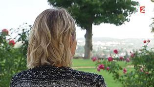 Une femme qui a failli être jihadiste témoigne de façon anonyme auprès de France 2. (FRANCE 2)
