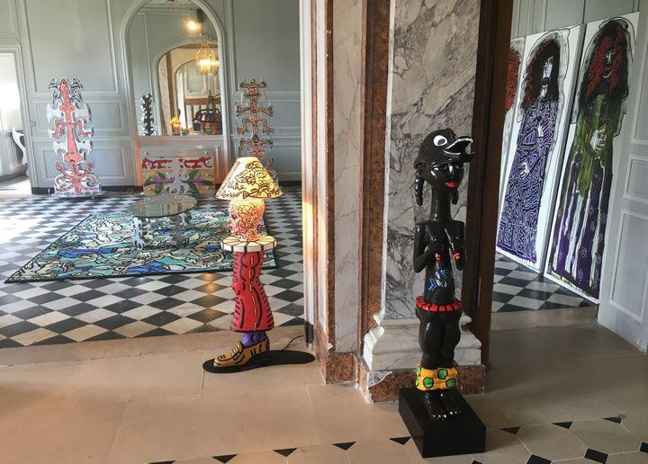 Le mobilier coloré de Robert Combas dans le château de Chamarande.  (Pascal Scutto)