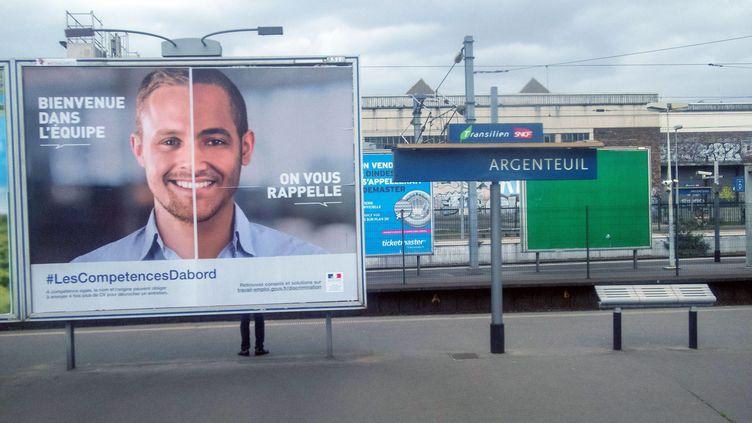 Campagne de lutte contre les discriminations à l'embauche, le 25 avril 2016. (BRUNO LEVESQUE / MAXPPP)