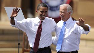Barack Obama et Joe Biden lors d'un meeting de campagne à Springfield, dans l'Illinois, le 23 août 2008. (EMMANUEL DUNAND / AFP)