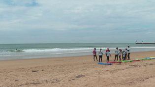 À Capbreton (Landes), les cours de surf ont pu reprendre pour chaque adhérent résidant à moins de trente kilomètres des plages. (CAPTURE ECRAN FRANCE 3)