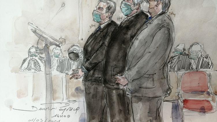 De gauche à droite sur ce dessin,Nicolas Sarkozy, son avocat Thierry Herzog et le magistrat Gilbert Azibert au tribunal correctionnel de Paris, le 1er mars 2021. (BENOIT PEYRUCQ / AFP)