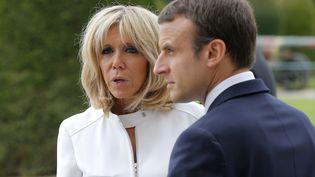Brigitte et Emmanuel Macron devant le musée de l'Armée, aux Invalides, pour la réception du président américain Donald Trump, le 13 juillet 2017. (MICHEL EULER / AFP)