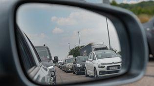 Un embouteillage en Normandie, le 17 juillet 2021. (SOPHIE LIBERMANN / HANS LUCAS / AFP)