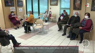 En Normandie, la demande de vaccination est très forte. Les centres de vaccination n'ont pas d'autres choix que de reporter les rendez-vous.  (France 2)