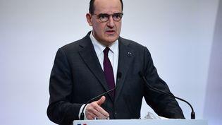 Le Premier ministre Jean Castex lors d'une conférence de presse à Paris, le 4 février 2021. (MARTIN BUREAU / AFP)