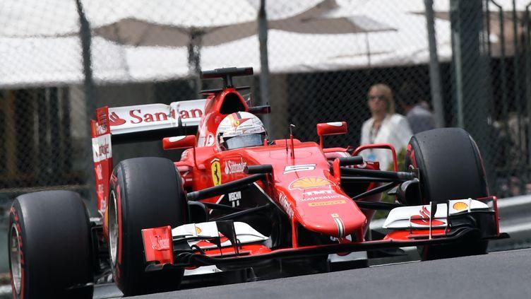 Sebastian Vettel (Ferrari) dans les rues de Monaco (BORIS HORVAT / AFP)