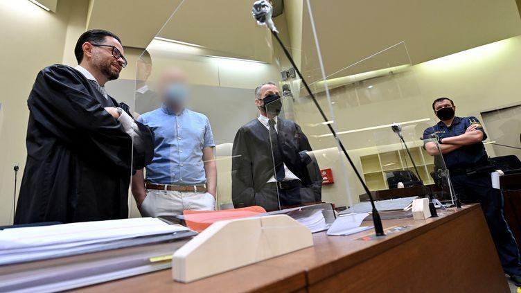 Mark Schmidt, visage flouté, en septembre dernier au commencement de 4 mois de procès à Munich. (PETER KNEFFEL / POOL)