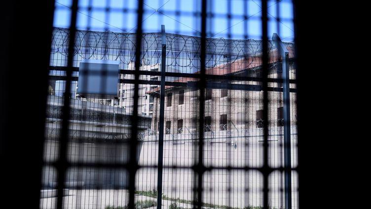 Vue de la prison de la Santé, à Paris, en avril 2019 (illustration). (STEPHANE DE SAKUTIN / AFP)