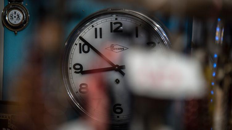 Letexte adopté sur la fin du changement d'heuredoitencore faire l'objet de négociations entre le Parlement et le Conseil de l'UE. (AFP)