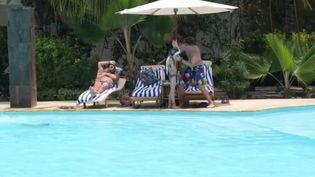 Covid-19 : les touristes se ruent à Zanzibar, une destination de rêve sans restrictions sanitaires (France 3)