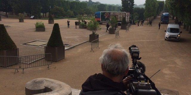 Le camion rejoint la galerie de minéralogie en traversant le Jardin des Plantes  (Valérie Gaget/France 2)