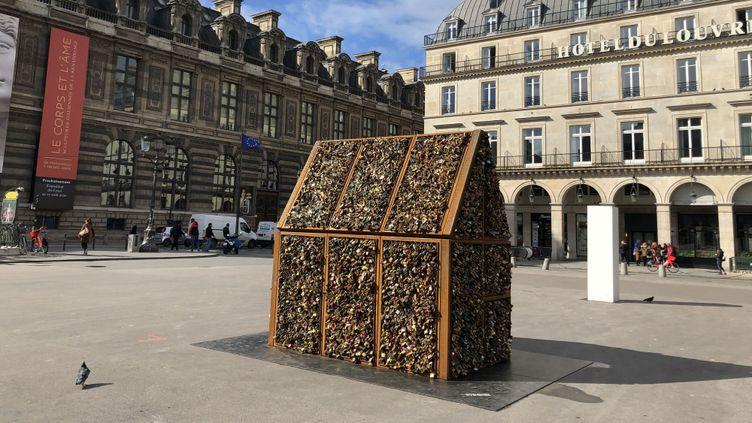 """""""Chez nous"""", installation de Carmen Mariscal, sur la place du Palais-Royal à Paris (mars 2020) (© Carmen Mariscal)"""