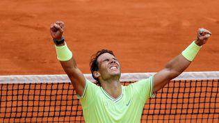 Rafael Nadal après sa douzième victoire à Roland-Garros, à l'issue d'une finale où il a dominé Dominic Thiem en quatre sets, dimanche 9 juin 2019. (THOMAS SAMSON / AFP)