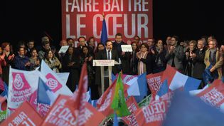 Le candidat du PS à la présidentielle, Benoît Hamon, en meeting sur la place de la République à Paris le 19 avril 2017. (CHRISTOPHE ARCHAMBAULT / AFP)