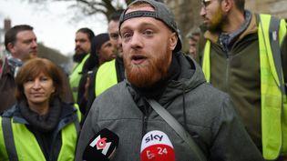 """Maxime Nicolle, alias Fly Rider, l'un des initiateurs du mouvement des """"gilets jaunes"""" samedi 12 janvier 2019 à Bourges (Cher). (GUILLAUME SOUVANT / AFP)"""