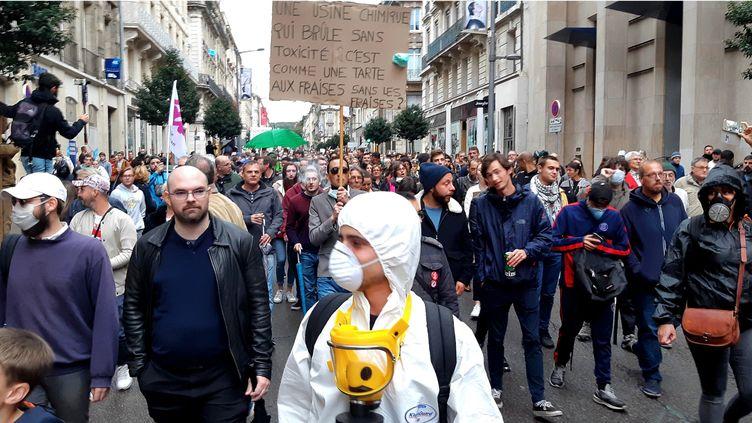 Manifestation à Rouen après l'incendie de l'usine Lubrizol, le 1er octobre 2019. (BENJAMIN  ILLY / FRANCE-INFO)
